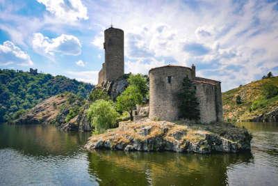 Chateau de saint victor sur loire routes touristiques de la loire guide du tourisme de rhone alpes