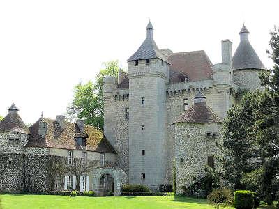 Chateau de villemonteix les routes touristique de la creuse guide touristique du limousin