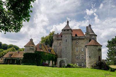 Chateau de villemonteix routes touristique de la creuse guide touristique du limousin