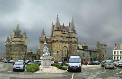 Chateau de vitre les routes touristiques dans l ille et vilaine guide du tourisme en bretagne