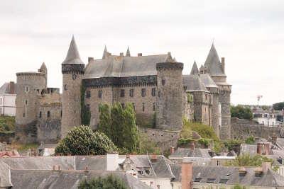 Chateau de vitre routes touristiques dans l ille et vilaine guide du tourisme en bretagne