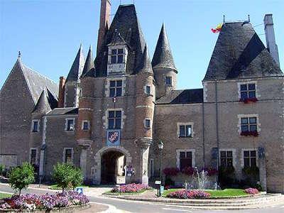 Chateau des stuarts les routes touristiques dans le cher guide du tourisme centre val de loire
