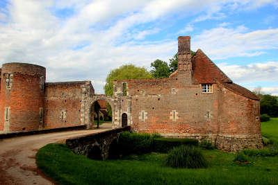 Chateau du hallier routes touristiques dans le loiret guide du tourisme centre v