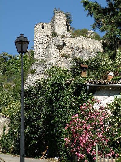 Chateau medieval de la roche sur le buis parc naturel des baronnies