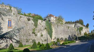 Chateau thierry anciens remparts routes touristique de l aisne guide du tourisme de picardie