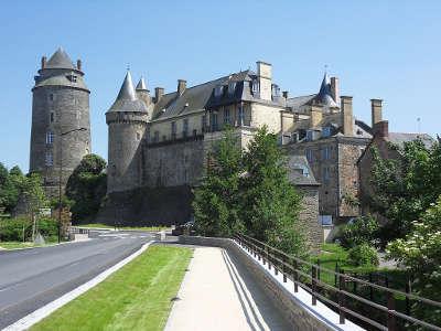 Chateaugiron le chateau petite cite de caractere routes touristiques dans l ille et vilaine guide du tourisme en bretagne