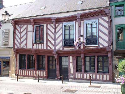 Chateaugiron maison a colombages petite cite de caractere routes touristiques dans l ille et vilaine guide du tourisme en bretagne