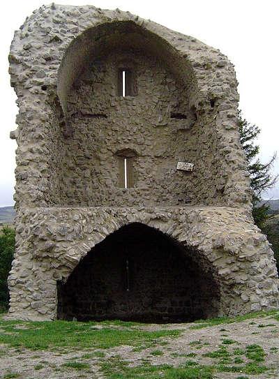 Chateauneuf de randon ruine du chateau routes touristique de la lozere guide du tourisme du languedoc roussillon