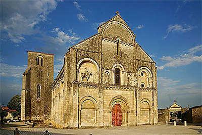Chateauneuf sur charente l eglise romane routes touristique de charente guide du tourisme de poitou charentes