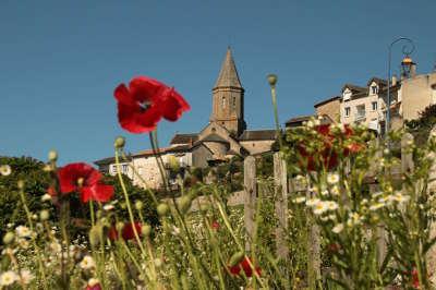 Chateauponsac petite cite de caractere routes touristiques de la haute vienne guide du tourisme du limousin