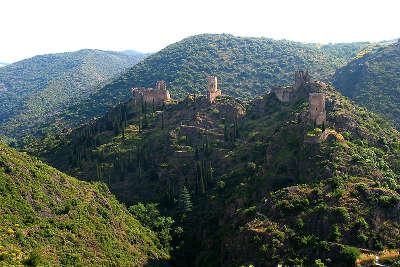 Chateaux de lastours routes touristique de aude guide du tourisme du languedoc roussillon