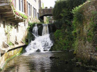 Chatelaudren la cascade petite cite de caractere routes touristiques dans les cotes d armor guide du tourisme en bretagne