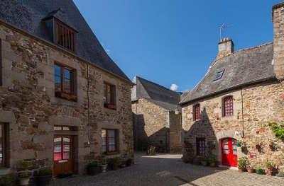 Chatelaudren vieille maison petite cite de caractere routes touristiques dans les cotes d armor guide du tourisme en bretagne