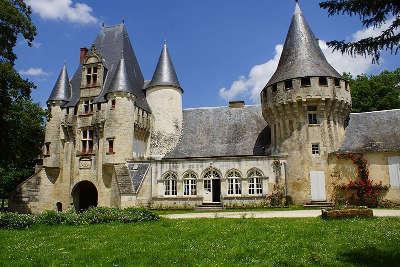 Chef boutonne le chateau de javarzay routes touristique des deux sevres guide du tourisme de poitou charentes