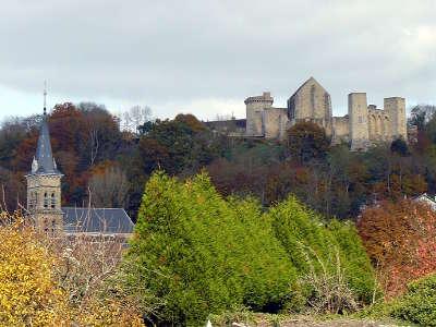 Chevreuse eglise saint martin et le chateau de la madeleine routes touristiques des yvelines guide du tourisme ile de france