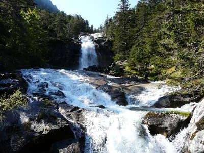 Chutes d eau du pont d espagne a cauteret parc national guide du tourisme