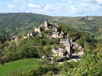 Clairvaux d aveyron chateau de panat routes touristique d aveyron guide du tourisme midi pyreneess