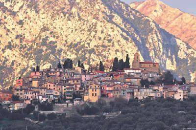 Coaraze plus beau village routes touristique des alpes maritime guide du tourisme provence alpes cote d azur