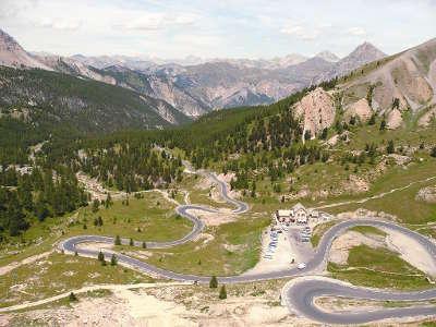 Col d izoard routes touristiques des hautes alpes guide du tourisme de provence alpes cote d azyr