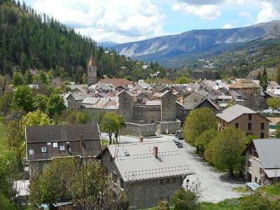 Colmars les alpes village de caractere routes touristiques des alpes de haute provence guide touristique de la provence alpes cote d azur