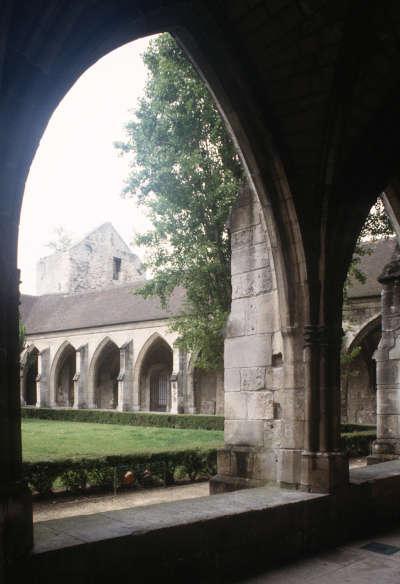 Compiegne abbaye saint corneille cloitre routes touristique de l oise guide du tourisme de picardie