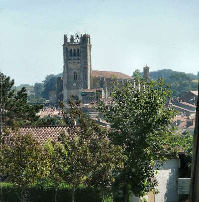 Condom vue de la cathedrale saint pierre routes touristiques de gers guide du tourisme midi pyrenees
