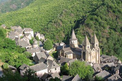 Conques en rouergue plus beaux villages de france routes touristiques de aveyron guide du tourisme midi pyrenees