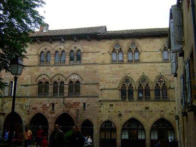 Cordes sur ciel grand site occitanie facades gothiques routes touristiques du tarn guide du tourisme midi pyrenees