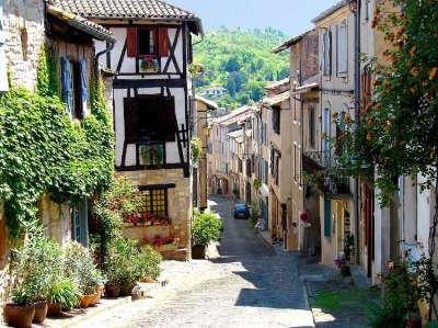 Cordes sur ciel grand site occitanie ruelle routes touristiques du tarn guide du tourisme midi pyrenees