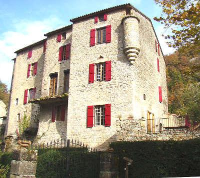 Cornus le chateau de sorgues routes touristiques de l aveyron guide du tourisme de la provence alpes cote d azur