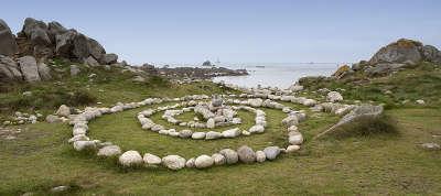 Cote des legendes ile saint laurent routes touristiques dans le finistere guide du tourisme en bretagne
