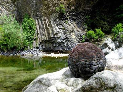 Coulee basaltique de jaujac les routes touristiques de ardeche guide du tourisme du rhone alpes