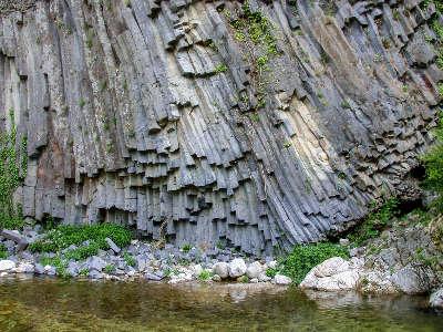 Coulee basaltique de jaujac routes touristiques de ardeche guide du tourisme du rhone alpes