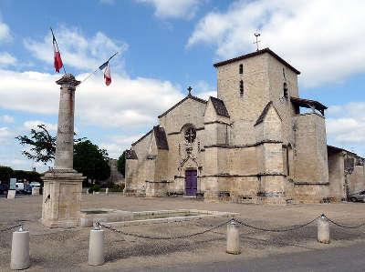 Coulon l eglise de la sainte trinite routes touristique des deux sevres guide du tourisme de poitou charentes