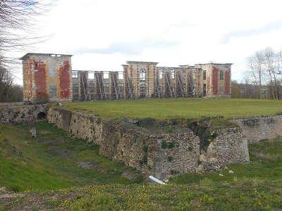 Coupvray village de caractere ruine du chateau routes touristiques de seine et marne guide touristique ile de france