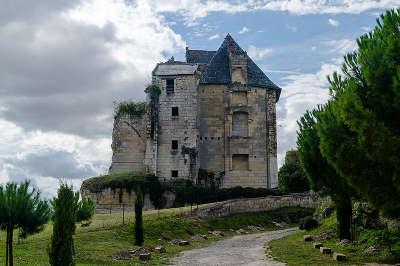 Crissay sur manse le chateau plus beau village routes touristiques dans l indre et loire guide du tourisme centre val de loire