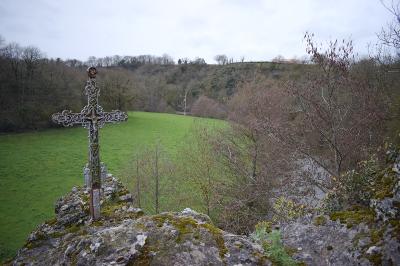 Croix des martyrs de la gabardiere routes touristiques de maine et loire guide du tourisme du pays de la loire