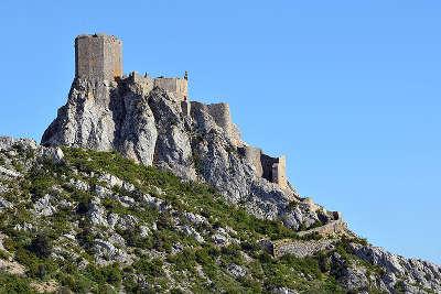 Cucugnan le chateau de queribus routes touristique de aude guide du tourisme du languedoc roussillon