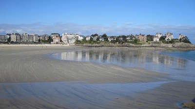 Dinard ville d art et d histoire la plage de l eglise routes touristiques dans l ille et vilaine guide du tourisme en bourgogne