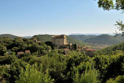 Dio et valquieres le chateau routes touristique de l herault guide du tourisme du languedoc roussillon