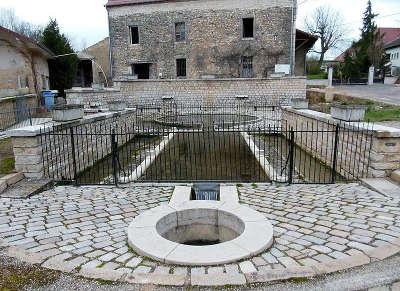 Dole ville d art et d histoire source antique de goux routes touristiques du jura guide du tourisme de franche comte