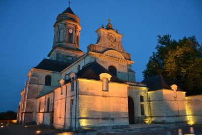 Eglise abbatiale de saint florent le vieil petite cite de caractere routes touristiques de maine et loire guide du tourisme du pays de la loire