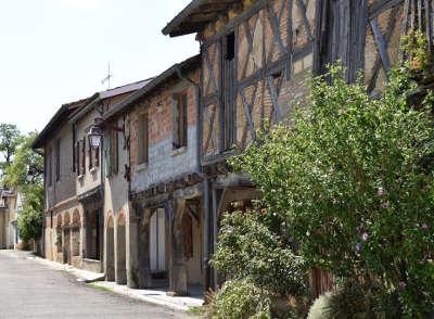 Escazeaux maisons a colombage routes touristiques du tarn et garonne guide du tourisme du midi pyrenees