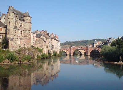 Espalion le pont et la rive droite de l olt routes touristiques de aveyron guide du tourisme midi pyrenees
