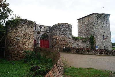 Essarts en bocage chateau medieval routes touristiques de vendee du tourisme du pays de la loire