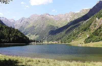 Estaing le lac routes touristique des hautes pyrenees guide du tourisme midi pyrenees
