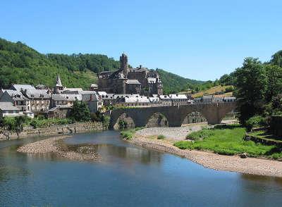 Estaing plus beaux villages de france le chateau et le pont routes touristiques de aveyron guide du tourisme midi pyrenees