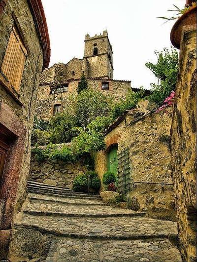 Eus plus beaux villages routes touristiques des pyrenees orientale guide du tourisme occidanie