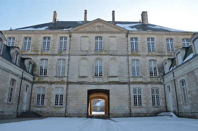 Fontenay le comte ville d art et d histoire caserne belliard routes touristiques en vendee guide du tourisme du pays de la loire