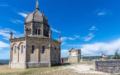 Forcalquier chapelle notre dame de provence et son carillon a la citadelle routes touristique des alpes de haute provence guide du tourisme provence alpes cote d azur